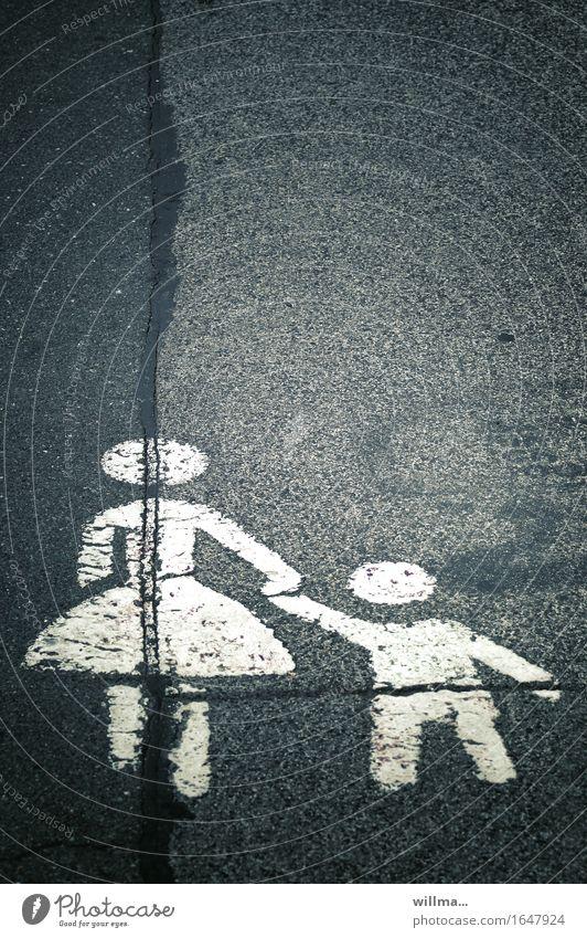 allein.er.ziehend Asphalt Straße Fahrbahnmarkierung grau weiß Mutter mit Kind alleinerziehend Fußweg Aufsichtspflicht gespaltene Persönlichkeiten graphisch