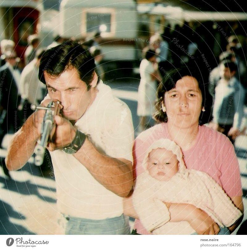 Protecting my Family...at any cost! Mensch Mann Freude Gesicht Spielen Haare & Frisuren Freizeit & Hobby maskulin Zusammensein Kind Zufriedenheit Arme