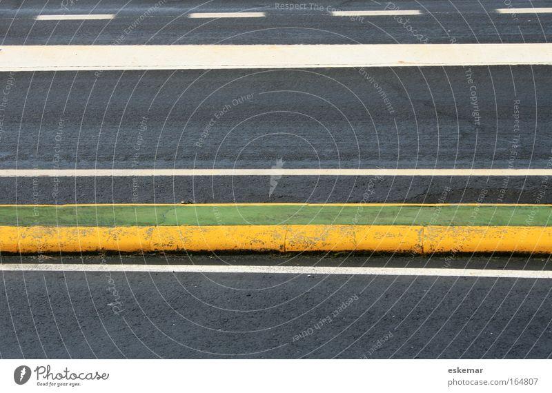 Straßenmarkierung weiß grün gelb Freiheit grau Wege & Pfade Linie Schilder & Markierungen Verkehr ästhetisch Geschwindigkeit authentisch trist Streifen fahren