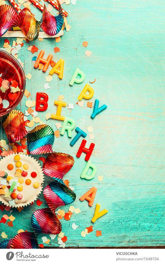 Geburtstags Karte mit roten Dekoration, Kuchen und Getränke Dessert Festessen Erfrischungsgetränk Glas Stil Design Innenarchitektur Dekoration & Verzierung