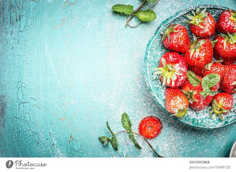 Erdbeeren mit Minze im türkis Schüssel Lebensmittel Frucht Dessert Ernährung Frühstück Bioprodukte Vegetarische Ernährung Diät Schalen & Schüsseln
