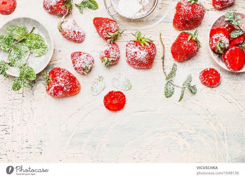Leckere Erdbeeren mit Minze und Puderzucker Lebensmittel Frucht Dessert Ernährung Frühstück Bioprodukte Vegetarische Ernährung Diät Schalen & Schüsseln Stil