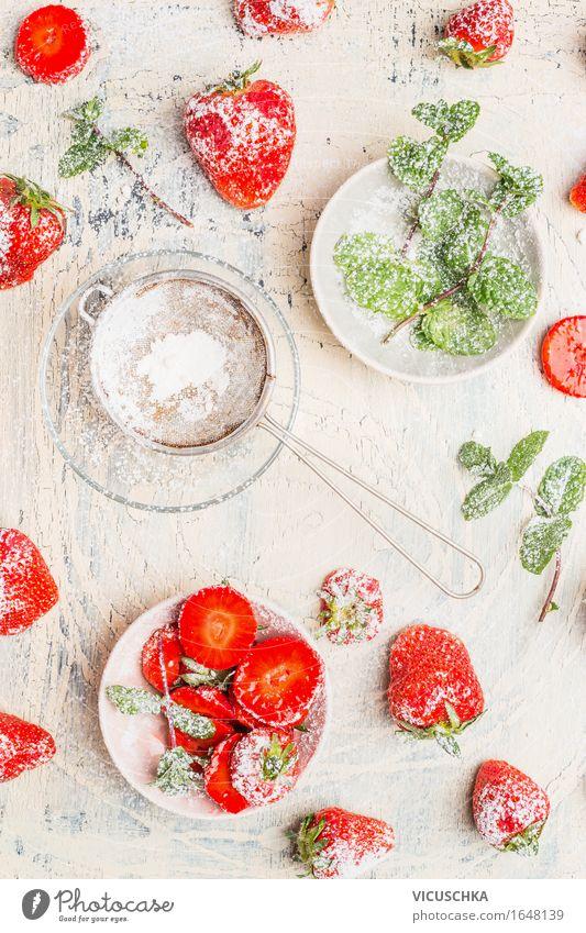 Frische Erdbeeren mit Minze und Puderzucker Lebensmittel Frucht Dessert Ernährung Bioprodukte Vegetarische Ernährung Diät Geschirr Teller Schalen & Schüsseln