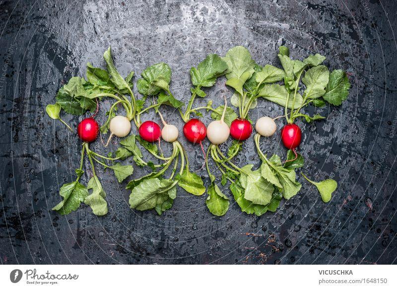 Frische weiße und rote Radieschen mit Blättern Lebensmittel Gemüse Ernährung Bioprodukte Vegetarische Ernährung Diät Stil Design Gesunde Ernährung Sommer Natur