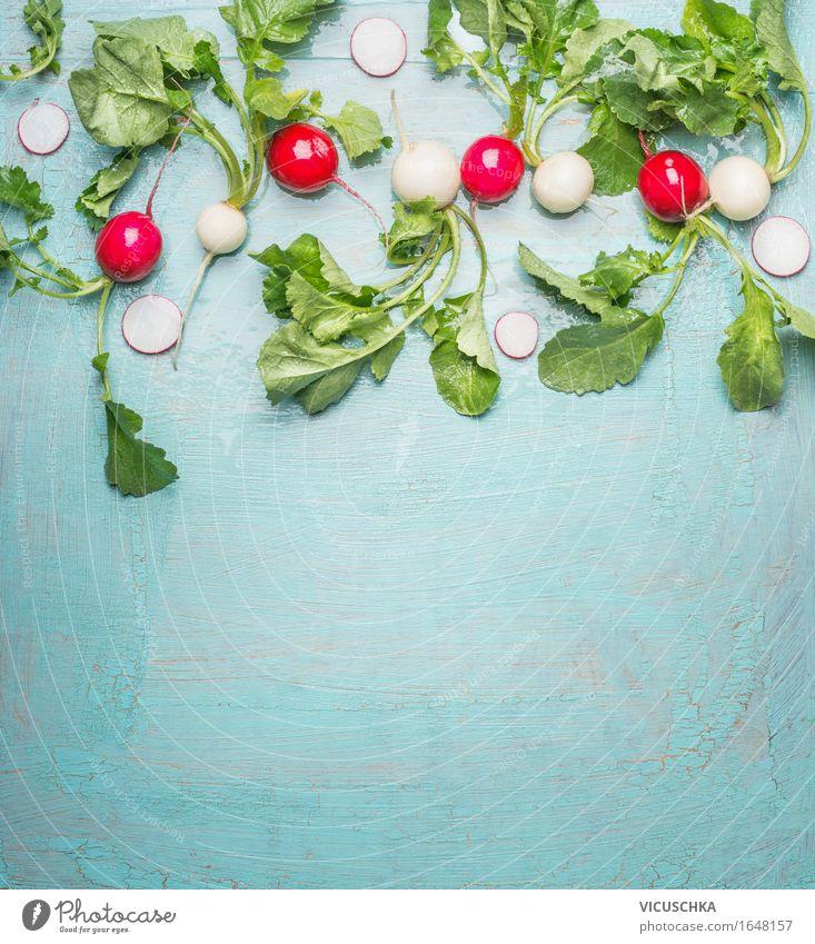 Frische Bio- Radieschen aus dem Garten auf Blau Lebensmittel Gemüse Ernährung Mittagessen Bioprodukte Vegetarische Ernährung Diät Stil Design Gesunde Ernährung