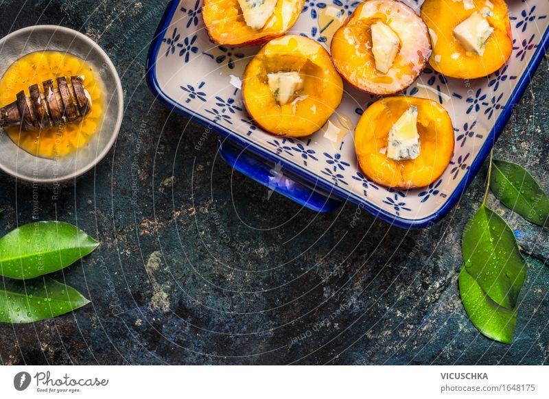 Pfirsichen mit Käse und Honig in der Backform Lebensmittel Frucht Dessert Süßwaren Ernährung Bioprodukte Vegetarische Ernährung Diät Saft Geschirr Teller Stil