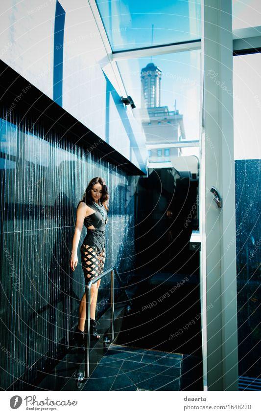 einer in einem Gebäude Lifestyle elegant Stil Design Freude Leben harmonisch Abenteuer Freiheit Häusliches Leben Haus Traumhaus Fenster Kleid schwarzhaarig