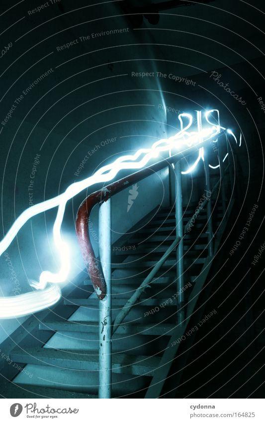 Treppe rauf und runter Leben Wand Gefühle Bewegung Mauer träumen Zeit Energiewirtschaft ästhetisch Zukunft leuchten planen Häusliches Leben Wandel & Veränderung