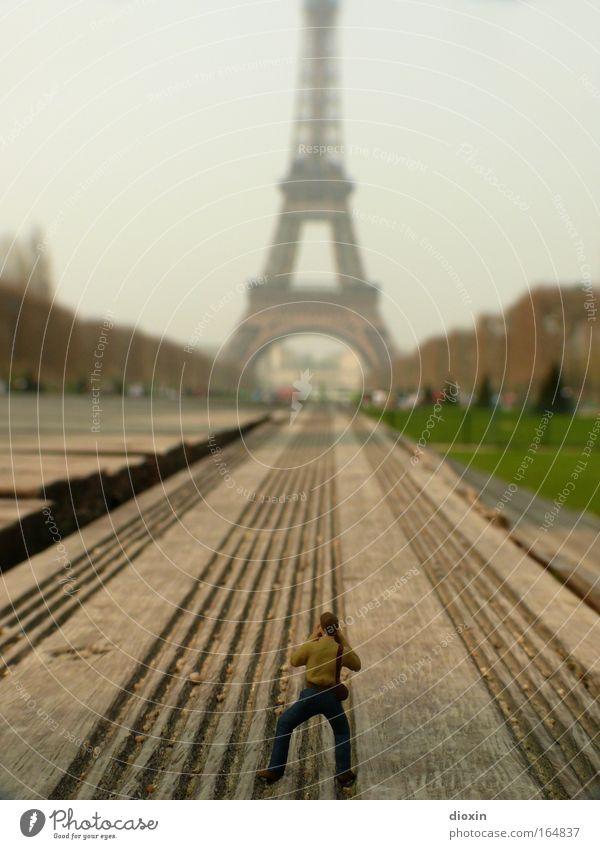 encore une fois, la tour eiffel ! Mensch Frankreich Stadt Ferien & Urlaub & Reisen Gebäude Fotografie Architektur klein maskulin groß Tourismus Turm Fotokamera