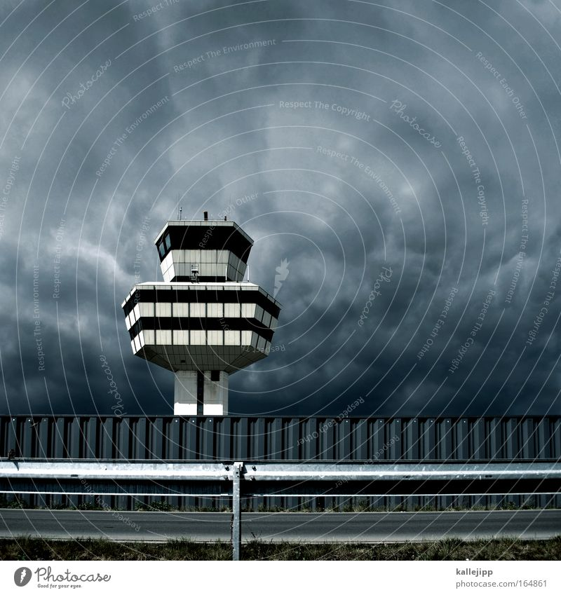 bye, bye, tegel. Gebäude Regen fliegen Flugzeug Verkehr Luftverkehr Turm Technik & Technologie Güterverkehr & Logistik Telekommunikation beobachten Beruf