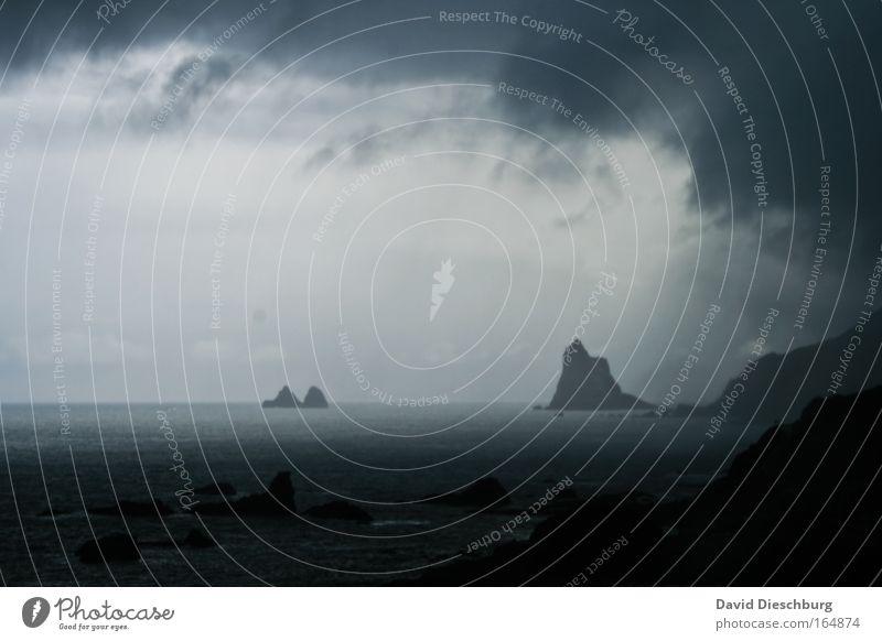 Sturmwarnung Himmel Natur blau Wasser Meer Wolken schwarz Landschaft dunkel Berge u. Gebirge Küste Horizont Felsen Regen außergewöhnlich Klima