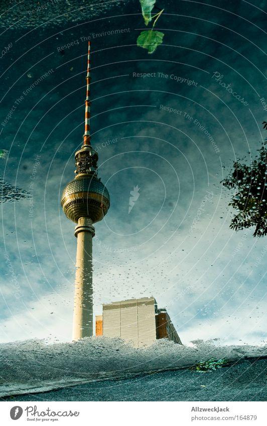 steht wie ne eins! Stadt Berlin groß authentisch Telekommunikation einzigartig Außenaufnahme Unwetter Wahrzeichen Stadtzentrum Wasser Pfütze