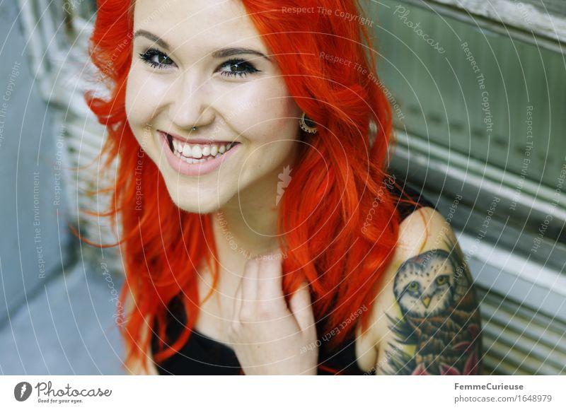CityGirl_ID1648979 Mensch Frau Jugendliche schön Farbe Junge Frau Freude 18-30 Jahre Erwachsene Leben feminin Stil Lifestyle lachen Haare & Frisuren orange