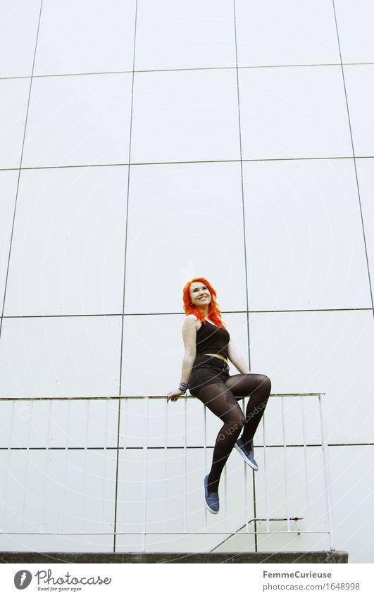 CityGirl_ID1648998 Mensch Frau Jugendliche schön Farbe Junge Frau Freude 18-30 Jahre Erwachsene feminin Stil Lifestyle orange Zufriedenheit 13-18 Jahre