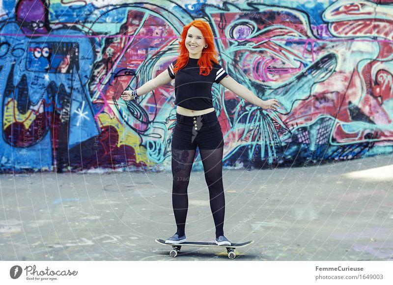 CityGirl_ID1649003 Mensch Frau Jugendliche Junge Frau Freude 18-30 Jahre Erwachsene Leben Graffiti Bewegung feminin Stil Lifestyle orange 13-18 Jahre Lächeln