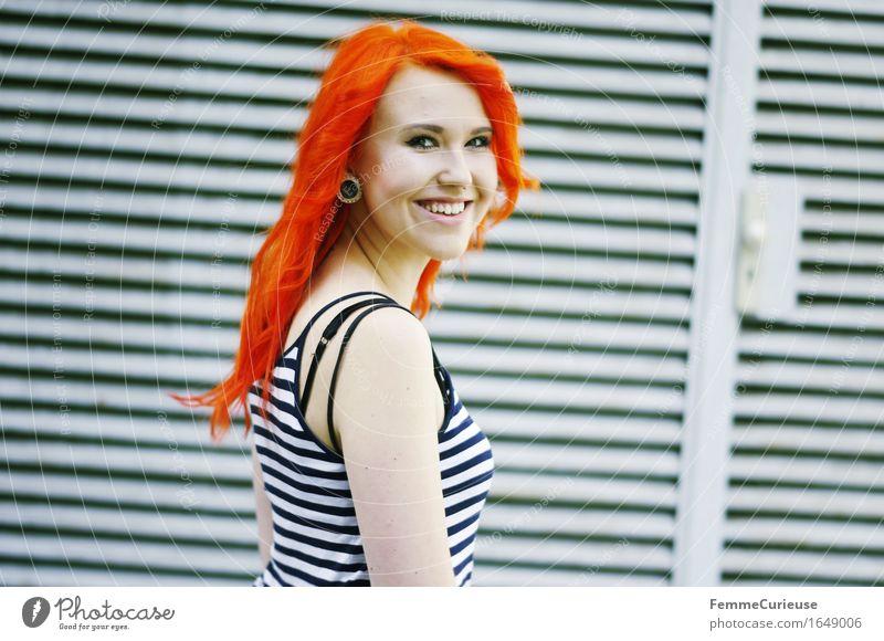 CityGirl_ID1649006 Mensch Frau Jugendliche Stadt schön Farbe Junge Frau Freude 18-30 Jahre Erwachsene feminin Stil Lifestyle orange Zufriedenheit 13-18 Jahre