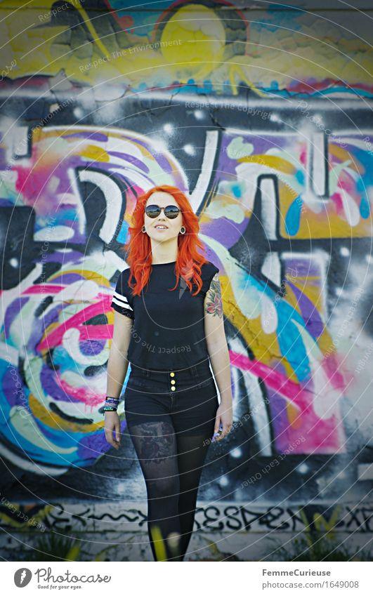 CityGirl_ID1649008 Stil feminin Junge Frau Jugendliche Erwachsene Mensch 13-18 Jahre 18-30 Jahre einzigartig Stadt Jugendkultur Graffiti Sportpark lässig orange