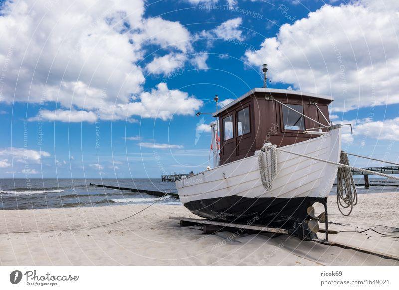 Fischerboot in Koserow auf der Insel Usedom Natur Ferien & Urlaub & Reisen blau Meer Landschaft Wolken Strand Küste Sand Wasserfahrzeug Tourismus Idylle