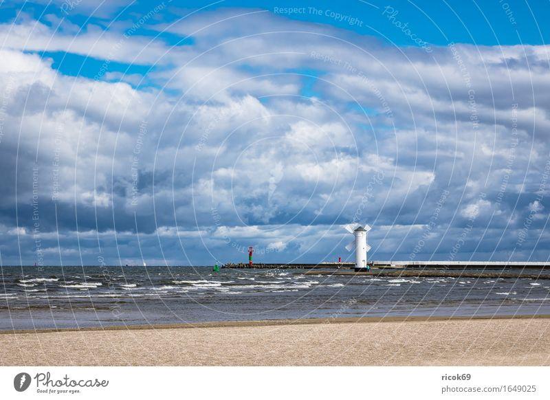 Mole in Swinemünde in Polen Ferien & Urlaub & Reisen Tourismus Wellen Natur Landschaft Wolken Küste Ostsee Leuchtturm Architektur Sehenswürdigkeit Wahrzeichen