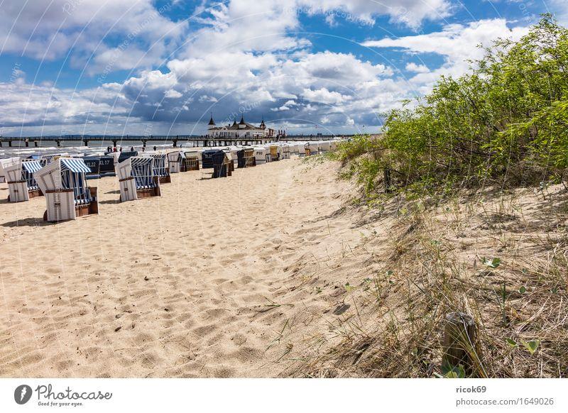 Seebrücke in Ahlbeck auf der Insel Usedom Erholung Ferien & Urlaub & Reisen Tourismus Strand Wellen Sand Wolken Sträucher Küste Ostsee Architektur