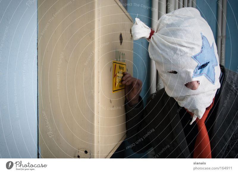 Kayfabe Mensch Mann Einsamkeit Kopf Traurigkeit Erwachsene maskulin Elektrizität Maske Karneval Wut Gewalt Kasten Hinweisschild Ärger Aggression