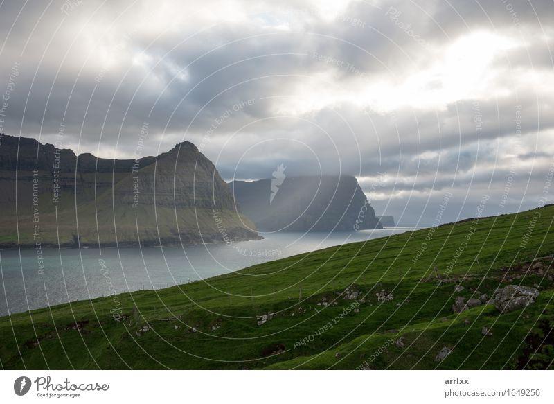 grün Sonne Meer Landschaft Berge u. Gebirge Gefühle Wiese Gras Stein Felsen wandern Fluss kahl dramatisch Rochen typisch