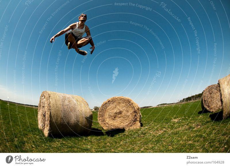 bayerischer buddha Farbfoto Außenaufnahme Tag Stil Freizeit & Hobby maskulin Junger Mann Jugendliche 18-30 Jahre Erwachsene Landschaft fliegen sitzen ästhetisch