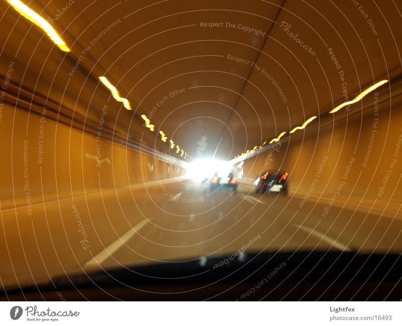 Am Ende des Tunnels ist Licht!!!!! Geschwindigkeit PKW Straße verwacklung Linie