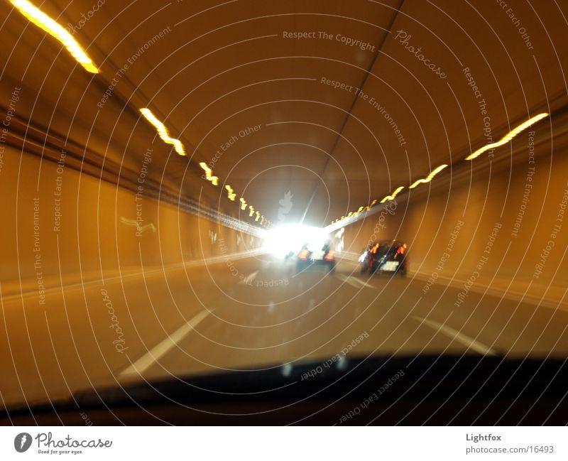 Am Ende des Tunnels ist Licht!!!!! Straße PKW Linie Geschwindigkeit