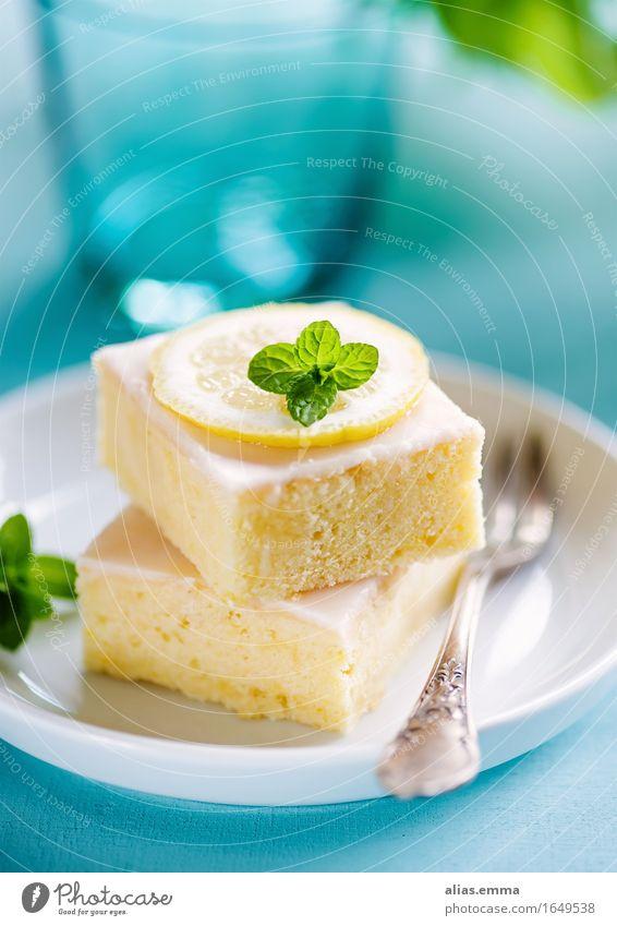 Lemoncake Kuchen zitronenkuchen Lebensmittel Speise Foodfotografie blau Zitrone Essen Dessert Backwaren lecker genießen süß blechkuchen gelb fruchtig homemade