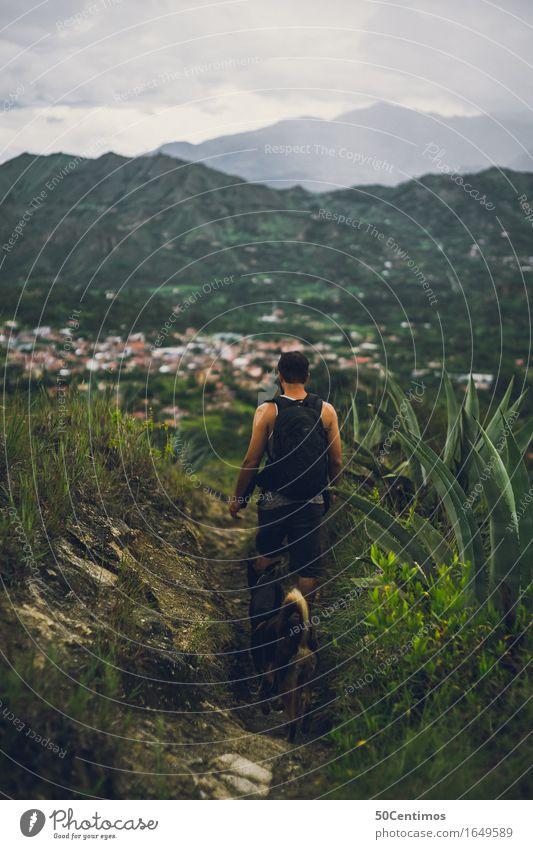 Am Wandern Mensch Hund Natur Ferien & Urlaub & Reisen Jugendliche Mann Pflanze Sommer Junger Mann Landschaft Wolken Freude Berge u. Gebirge Erwachsene Frühling