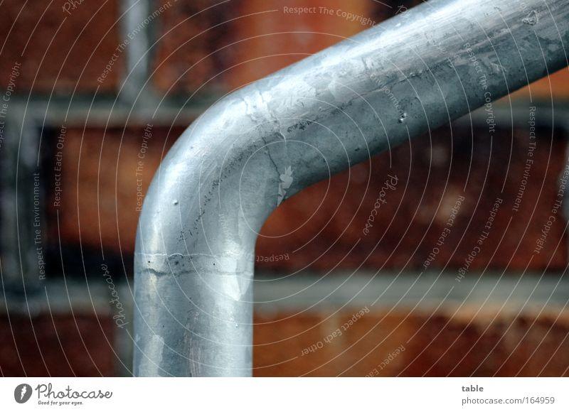Führung rot schwarz kalt Wand grau Mauer Zufriedenheit Metall gehen laufen Beton Fassade Sicherheit Treppe Güterverkehr & Logistik Baustelle