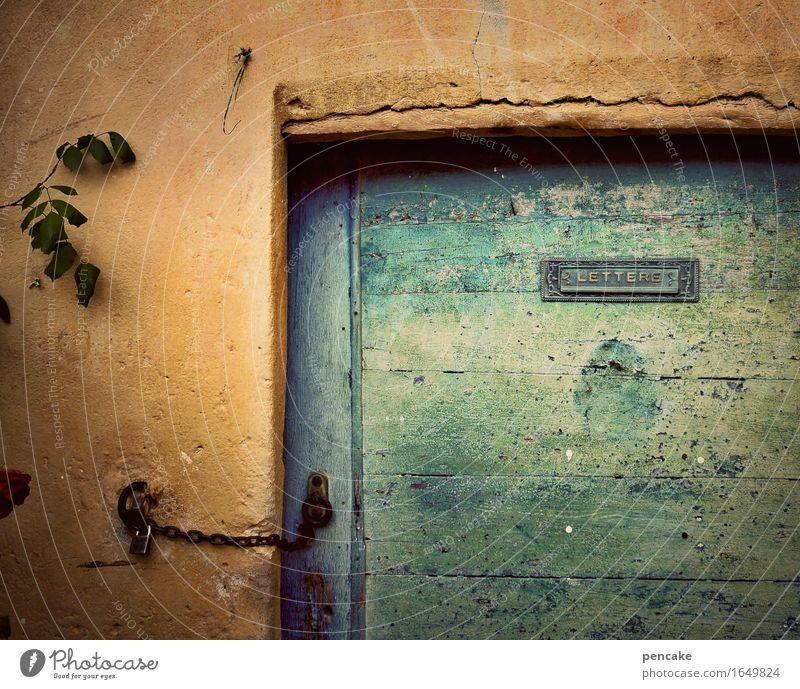 märchenschloss Stadt alt Einsamkeit Holz Kunst Fassade orange Tür Schilder & Markierungen Schriftzeichen authentisch retro Kultur geschlossen Italien