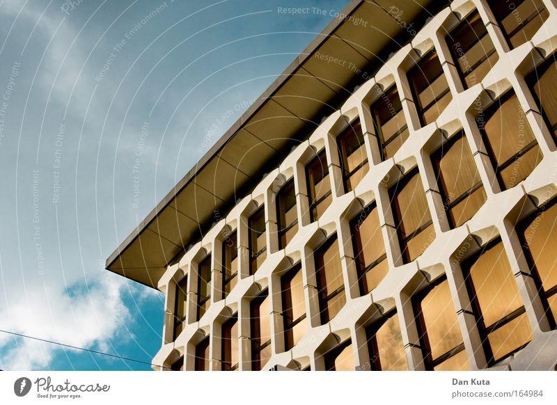 Unidentified Luzerner Object Himmel Wolken Fenster Wand Architektur Mauer Stein Gebäude Glas Fassade Erfolg Dach retro Warmherzigkeit Bankgebäude positiv