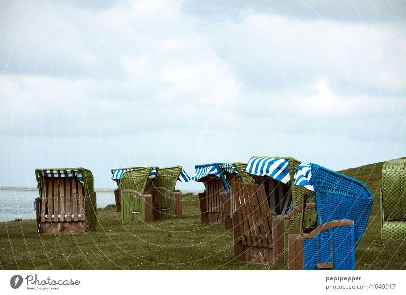 warten auf Sonne Ferien & Urlaub & Reisen Tourismus Ferne Sommer Sommerurlaub Meer Insel Wasser schlechtes Wetter Küste Nordsee Strandkorb Gedeckte Farben