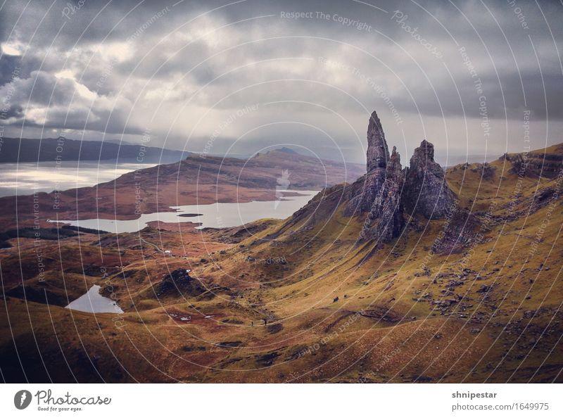 The Storr Natur Ferien & Urlaub & Reisen Pflanze Landschaft Erholung Ferne Berge u. Gebirge Umwelt Gras außergewöhnlich Freiheit Tourismus Regen Zufriedenheit