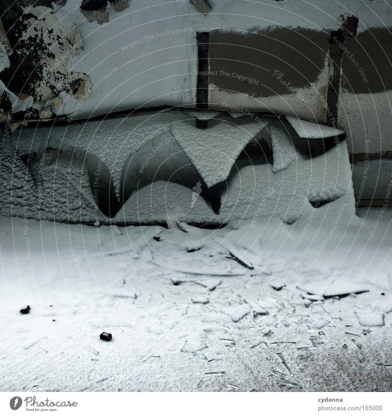 Das Maul zerreißen Winter Wand Schnee Fenster Gefühle Mauer träumen Mund Angst Kraft ästhetisch bedrohlich Kommunizieren Wandel & Veränderung Vergänglichkeit