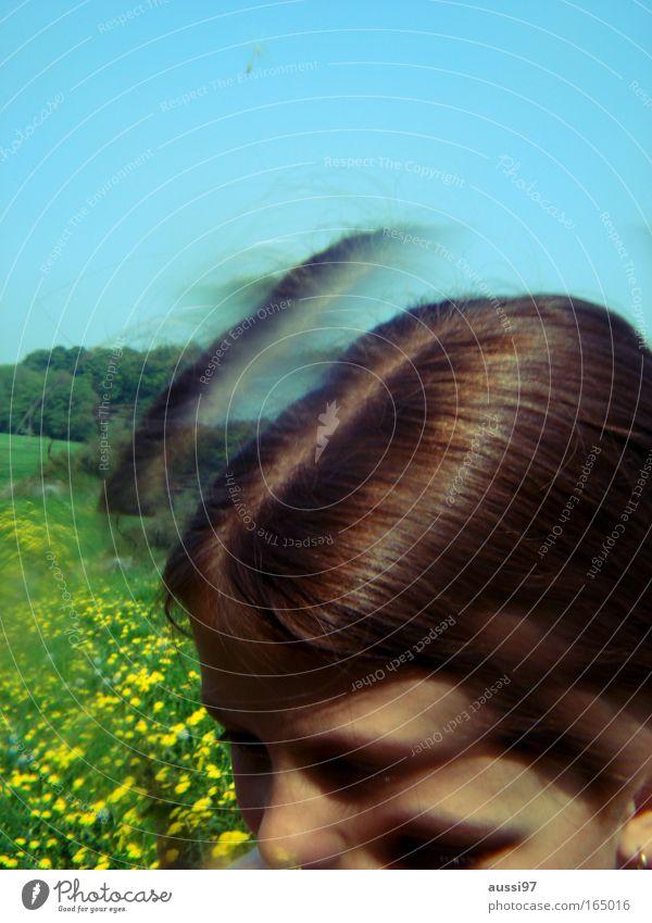 Martha, my dear. Farbfoto Experiment Textfreiraum oben Reflexion & Spiegelung Sonnenlicht Unschärfe Porträt Halbprofil Blick nach unten Wegsehen Mensch Mädchen