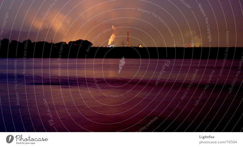 Duisburg aus Krefeld gesehen –hähh... Nacht Dämmerung Wellen Stimmung Zeche Umwelt Umweltverschmutzung Wasserfahrzeug Industrie Rhein Fluss Rauch