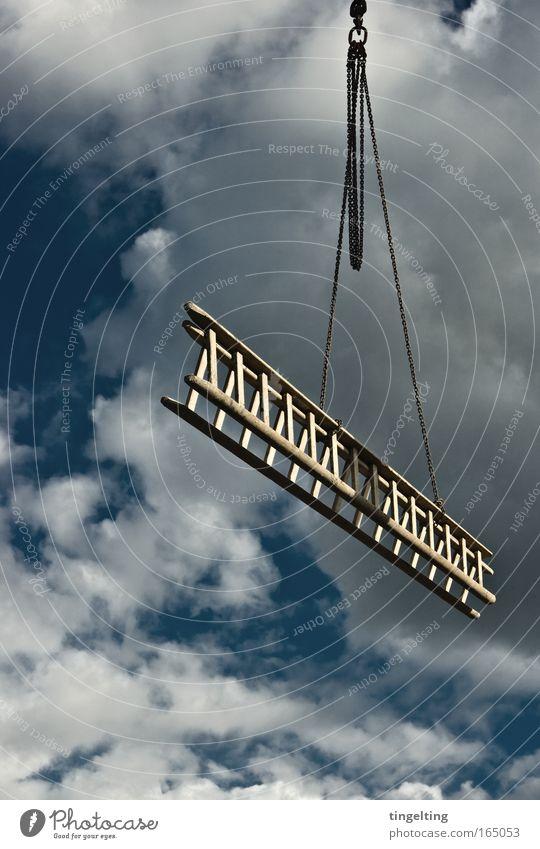 hängen gelassen Himmel blau ruhig Wolken Baustelle Luft Wetter Kette Leiter hängen schaukeln Luftaufnahme Kran Hausbau Baukran