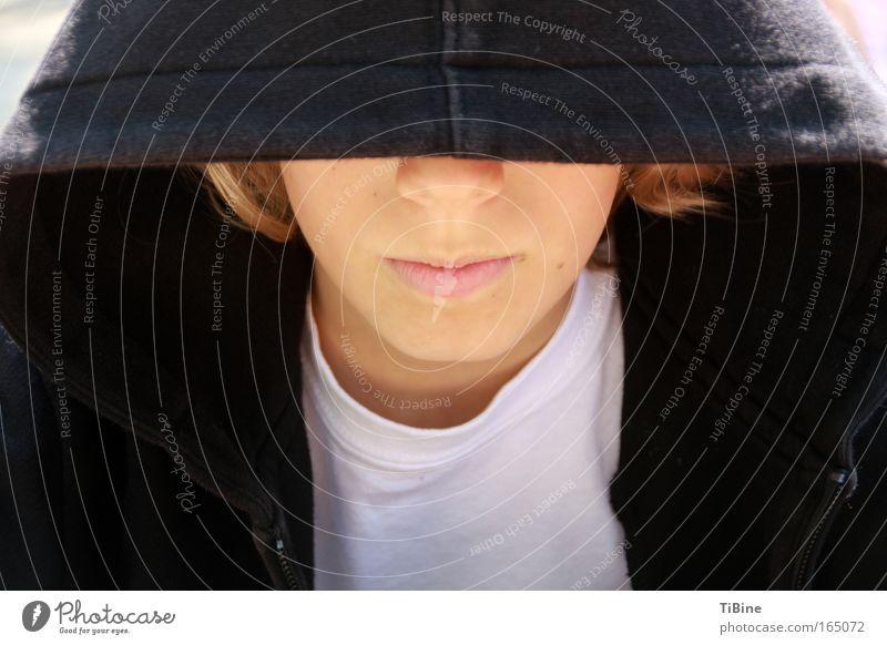Cool Farbfoto Außenaufnahme Textfreiraum links Textfreiraum rechts Tag Sonnenlicht Porträt Mensch maskulin Nase Mund Lippen 1 Kapuzenpullover blond Coolness