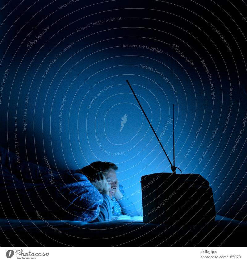 traumschiff Mensch blau ruhig Erholung Glück träumen Erwachsene Zufriedenheit schlafen Kultur Bett Fernseher niedlich Fernsehen Filmindustrie leuchten