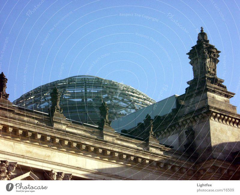 Reich Tag und Nacht Wasser Himmel blau Wolken Berlin Stein Gebäude orange Architektur Glas Spiegel Bauwerk Deutscher Bundestag Spree Beamte