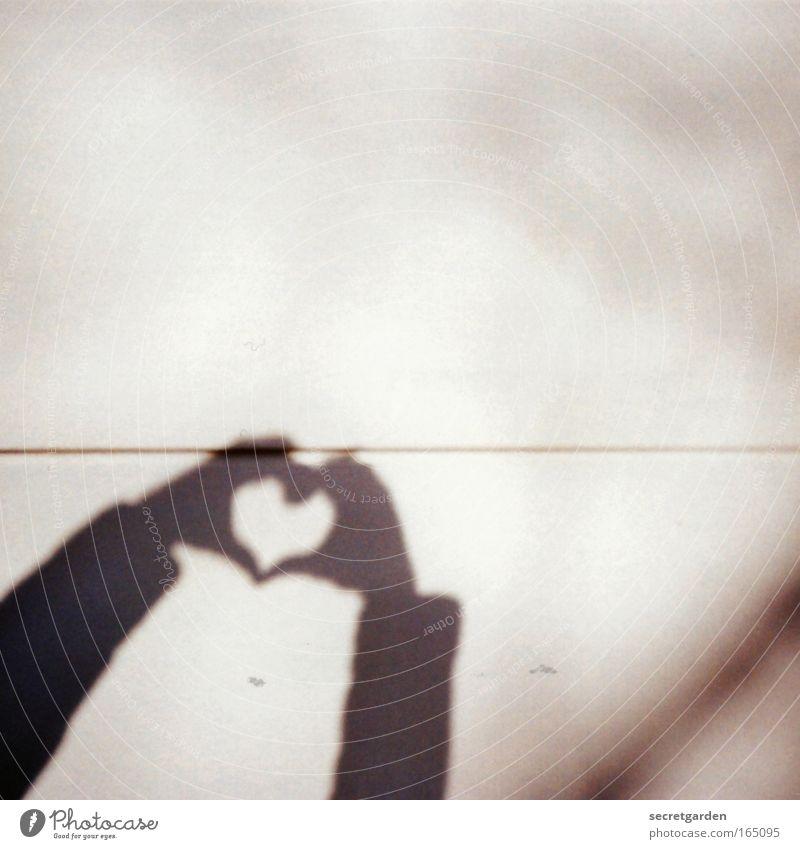 alles gute zum mothers day. Hand weiß Liebe Wand Gefühle Glück grau Linie braun Zusammensein Herz Arme Lomografie Beton Finger Zukunft