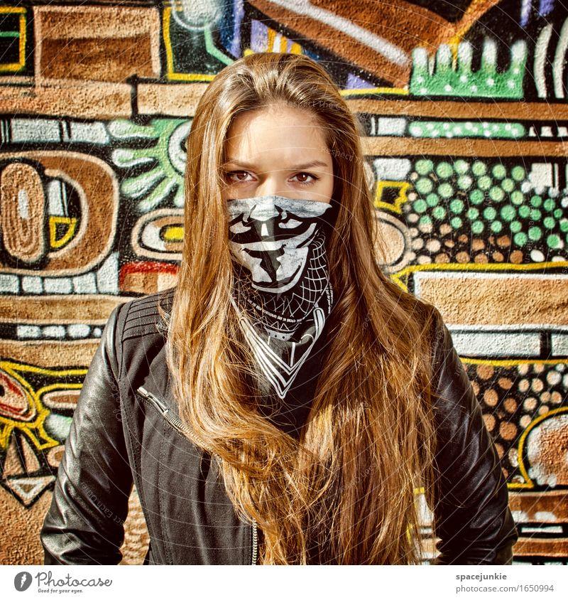 Vermummt Mensch feminin Junge Frau Jugendliche Erwachsene 1 18-30 Jahre Kunst Mauer Wand Fassade Mode Bekleidung Jacke Leder brünett langhaarig authentisch dünn