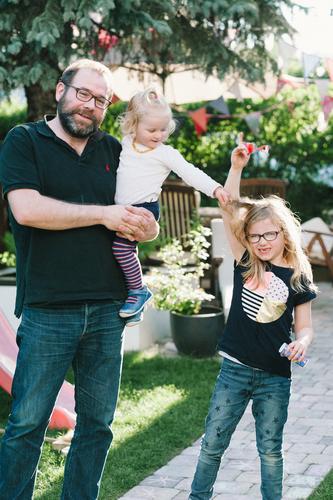 irgend jemand nervt immer Spielen Garten Mensch Kind Kleinkind Mädchen Junger Mann Jugendliche Erwachsene Eltern Vater Familie & Verwandtschaft Kindheit Leben 3