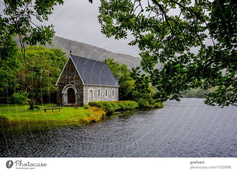 Kapelle im Gougane Barra National Park in Irland Republik Irland Kirche Landschaft See Regen Wald Wasser alt Berge u. Gebirge Cork Fluss friedlich Vergangenheit