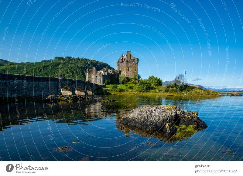 Eilean Donan Caste in Schottland Eilean Donan Castle Burg oder Schloss Gebäude Festung Brücke Wasser See Loch Felsen Himmel alt clan Vergangenheit