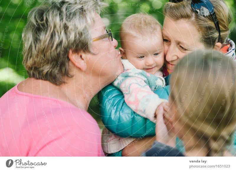 geliebt Mensch Frau Kind Jugendliche Junge Frau Mädchen Erwachsene Leben Senior Familie & Verwandtschaft Menschengruppe Zusammensein Freundschaft Kindheit 60 und älter Baby