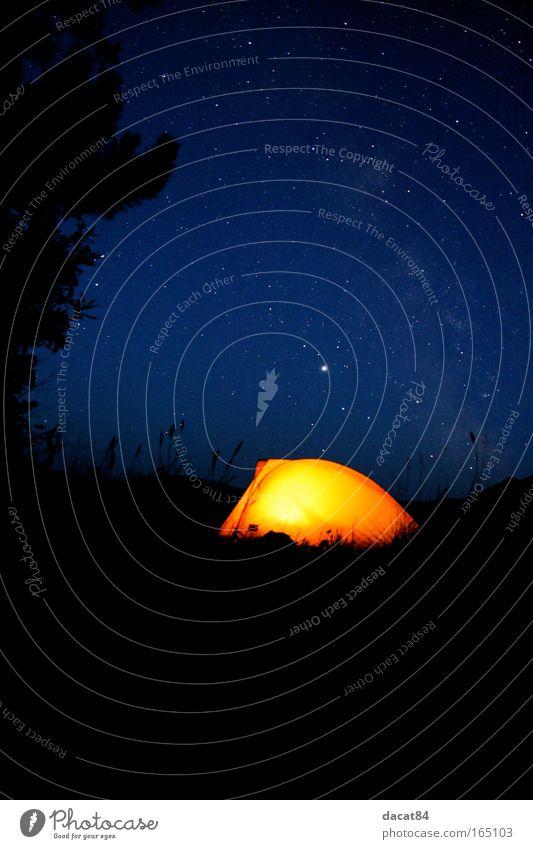 Camping Farbfoto Außenaufnahme Menschenleer Textfreiraum unten Nacht Licht Kontrast Silhouette Lichterscheinung Langzeitbelichtung Zentralperspektive